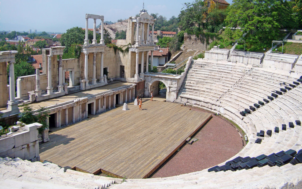 1280px-Antique-theater-plovdiv