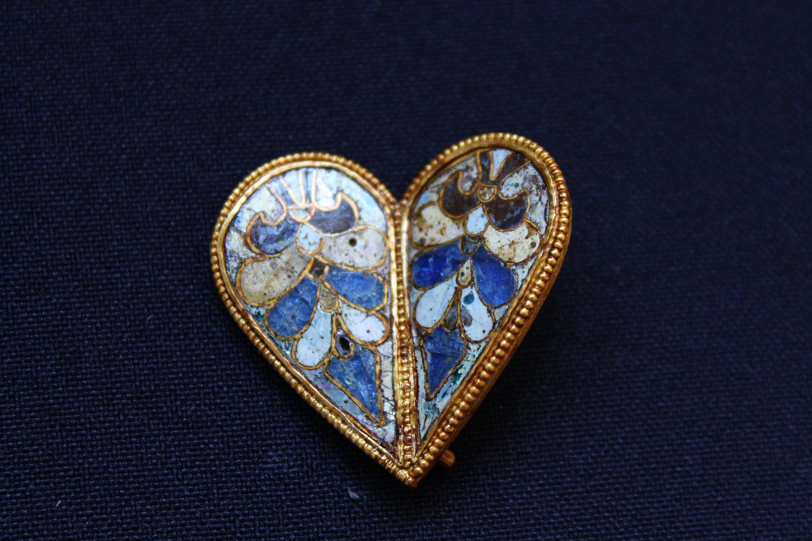 unique-golden-heart-veliki- preslav