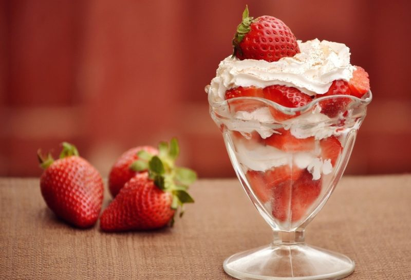 dessert strawberries albena tennis