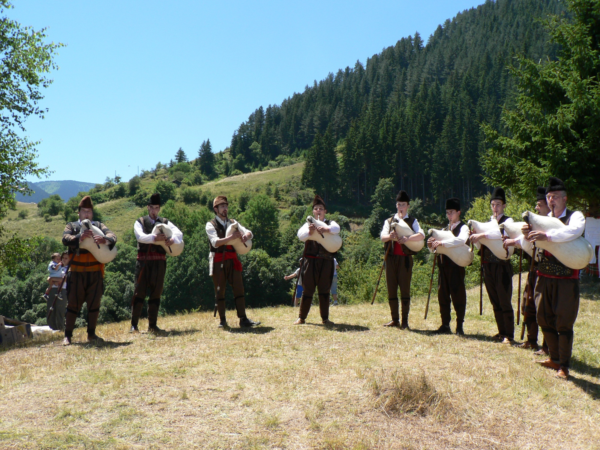 bagpipers--gela-